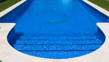 Schody do bazénu vám uľahčia prístup: Viete, ako si ich vybrať?