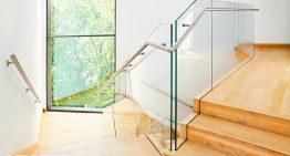 Sklenené zábradlie elegantne doplní váš interiér